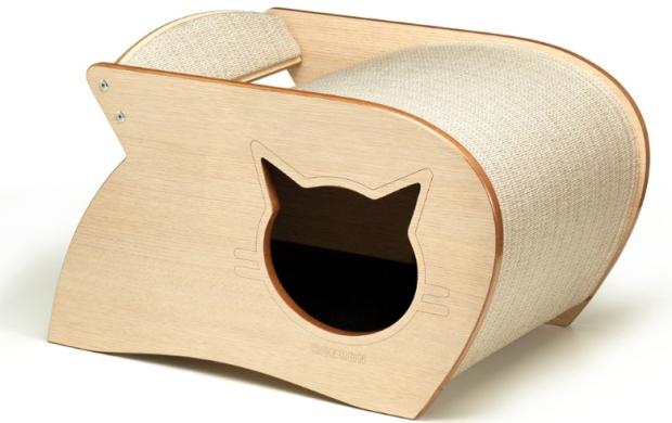 Esse móvel multiuso funciona como cama, casa e arranhador, para a alegria dos felinos. O objeto é produzido em MDF com estofado em tecido e está à venda na Ron Ron.
