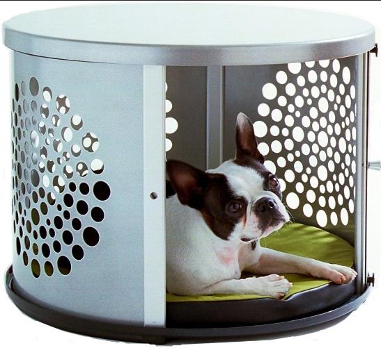 Essa cama para pets também pode ser usada como mesa lateral na sala ou no quarto. Fabricada em aço com revestimento interno de microfibra, a peça mede 49 cm (raio) e está à venda na Bowhaus.