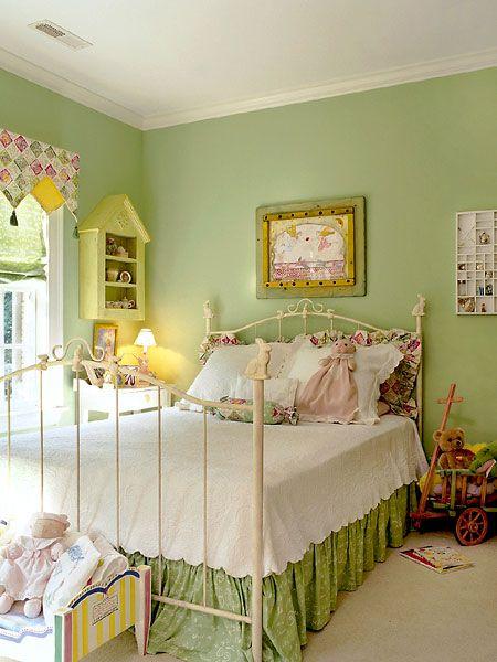 Candy no quarto da menina.