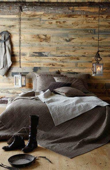 Traz um estilo rústico ao quarto do casal.