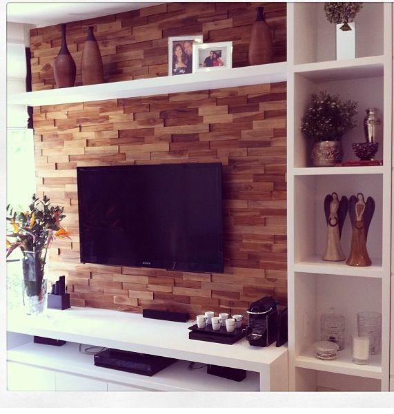 A parede de madeira já está posto como tijolos expostos. Fica lindo!