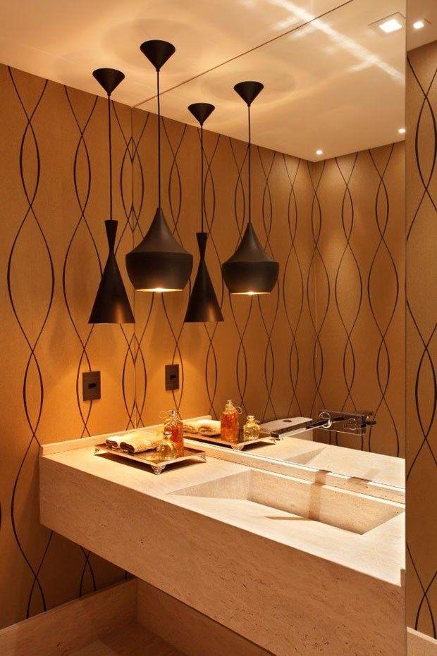 Papel de parede no lavabo.